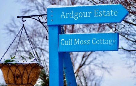 A signpost showing the way to 5 star holiday accommodation